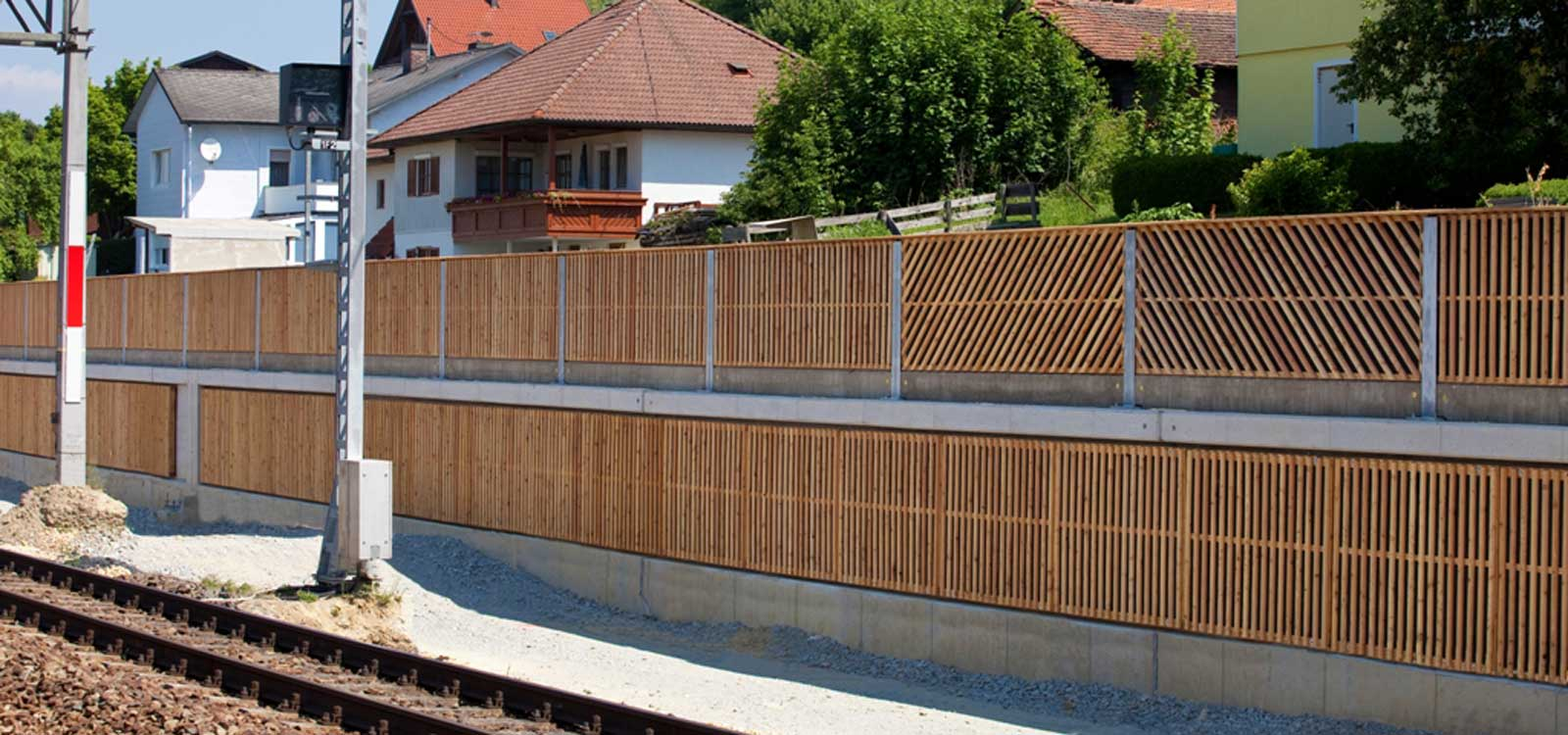 <div class='slider_caption'> <h1>Lärmschutzwände gegen Zug/Bahnlärm</h1> <a class='slider-readmore' href='http://www.schallschutzwand.at/hochabsorbierende-laermschutzwaende/'>... weitere Informationen</a> </div>